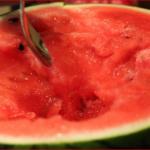 スイカの食べ過ぎで腹痛に・・・ただスイカはトマトを超えるアンチエイジングの食材であった!